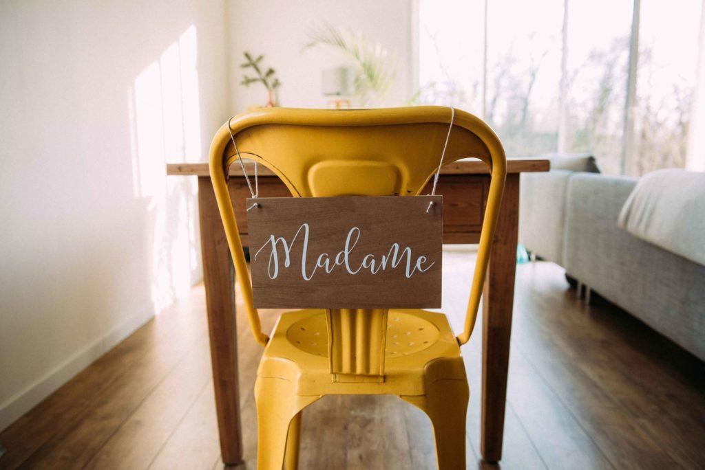 Panneau Madame pour chaise mariage