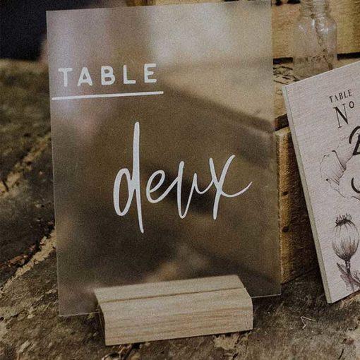nom de table plexi pour mariage