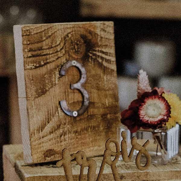 bloc de bois numéro de table mariage