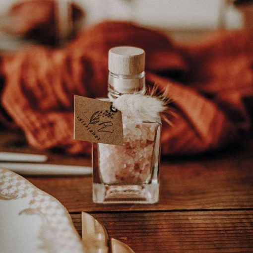 cadeau invites sel rose en flacon et bouchon bois